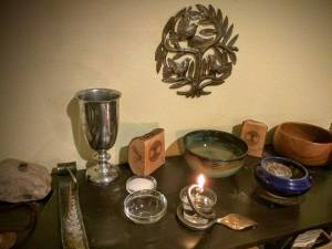 altar_with_oil_lamp
